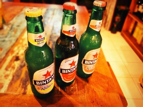 テーブルに並ぶビンタンビール