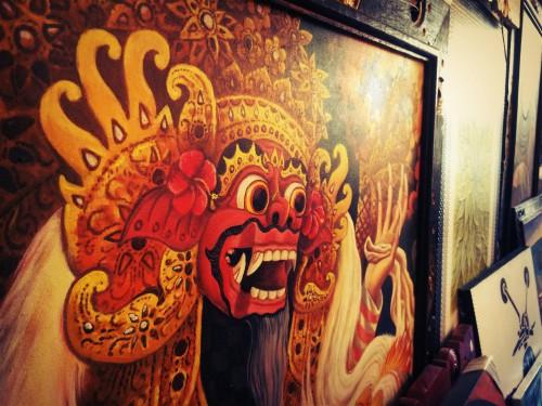 お店に並ぶバリ島の絵画