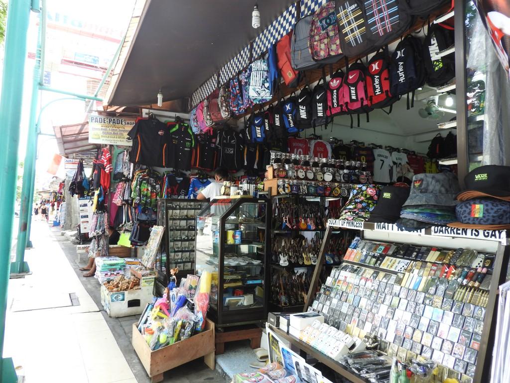 バリ島のどこにでもある雑貨屋