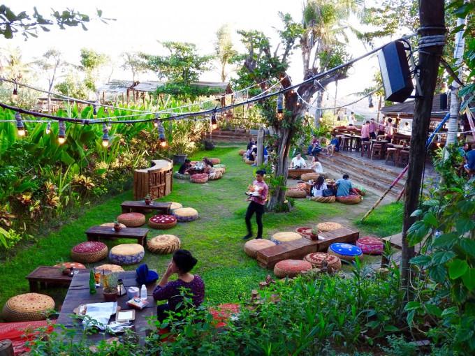 バリ島La Laguna Baliの芝生エリア