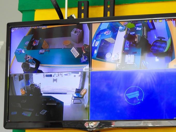 両替所のカメラの映像