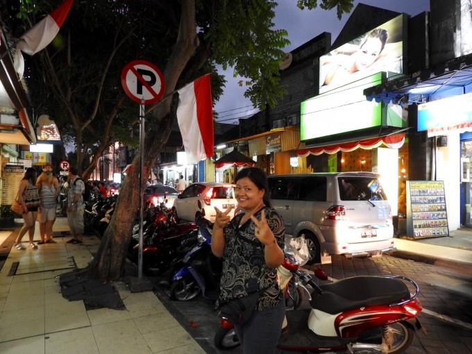 笑っているインドネシア人