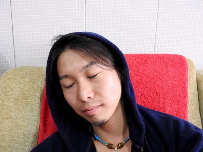 眠っているホリ