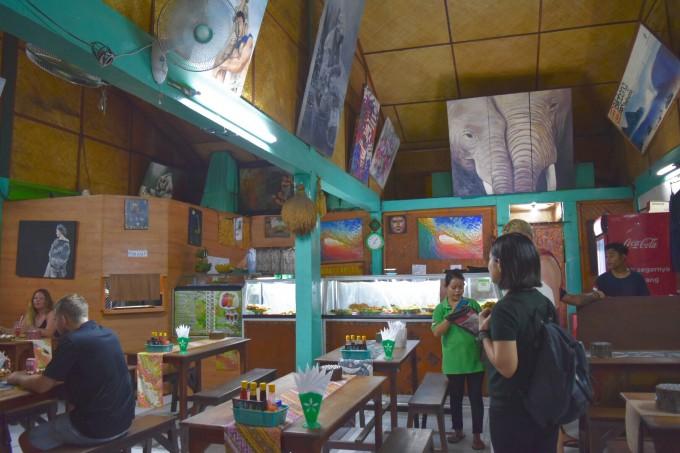 バリ島ワルンインドネシアの店内