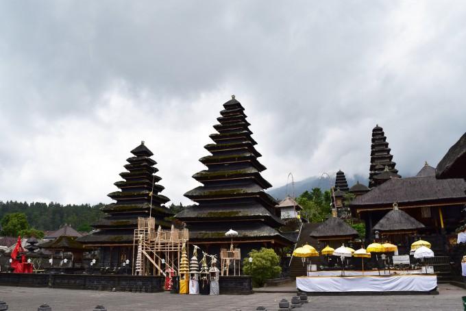 ブサキ寺院内部の風景