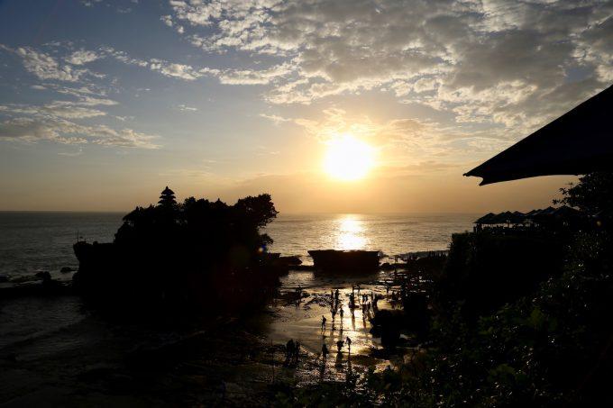 バリ島タナロット寺院の夕陽