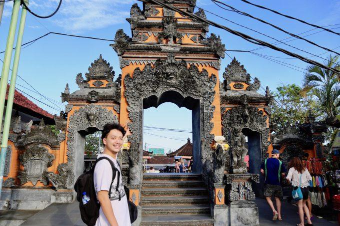 バリ島タナロット寺院の入口