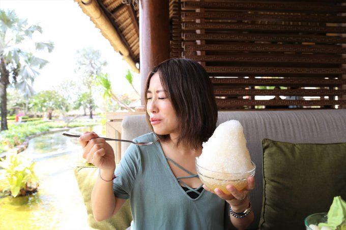 バリ島アヤナリゾート&スパバリのTSUJIRIのかき氷を食べるちゃんなる