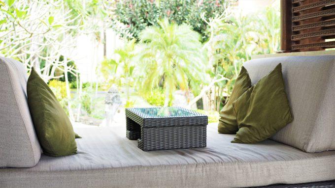 バリ島アヤナリゾート&スパバリのTSUJIRIのソファ席