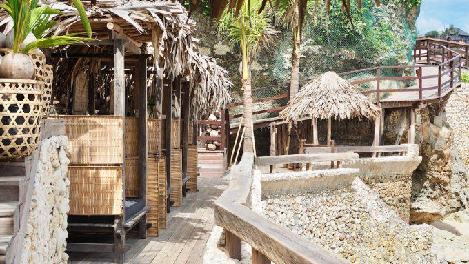バリ島アヤナのクブビーチクラブにあるガゼボ