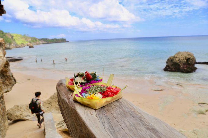 バリ島アヤナのクブビーチクラブからビーチに向かう階段