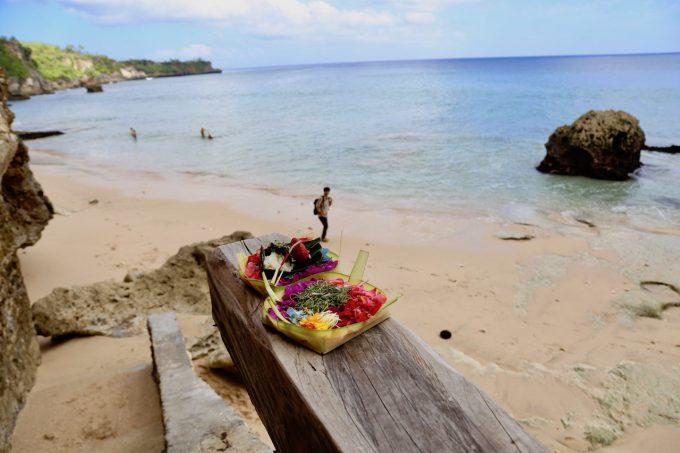 バリ島アヤナのクブビーチクラブに置いてあるお祈りセット