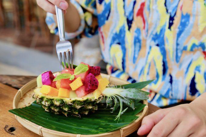 バリ島アヤナのクブビーチクラブのトロピカルフルーツ