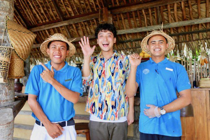 バリ島アヤナのクブビーチクラブのスタッフとカイリ