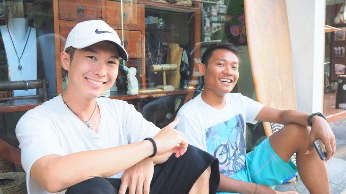 バリ島でインドネシア語について話すホリ