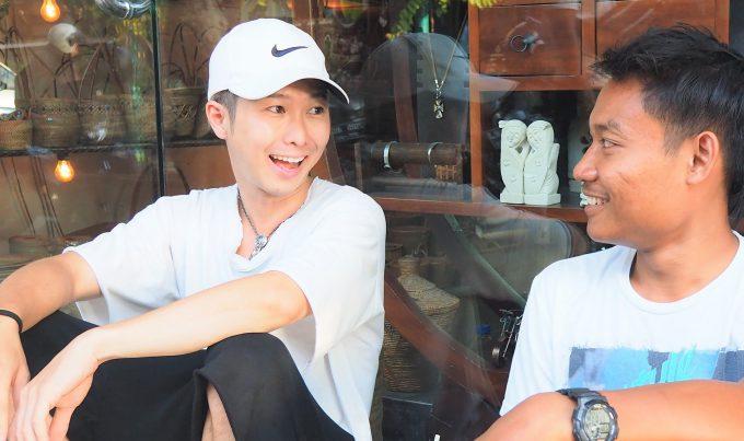 バリ島でインドネシア語を話すホリとヤヤン