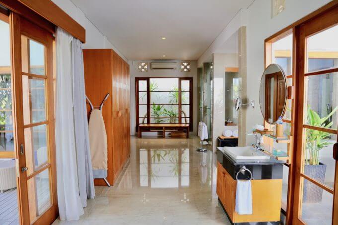 バリ島ザ・サマヤスミニャックのバストイレ洗面