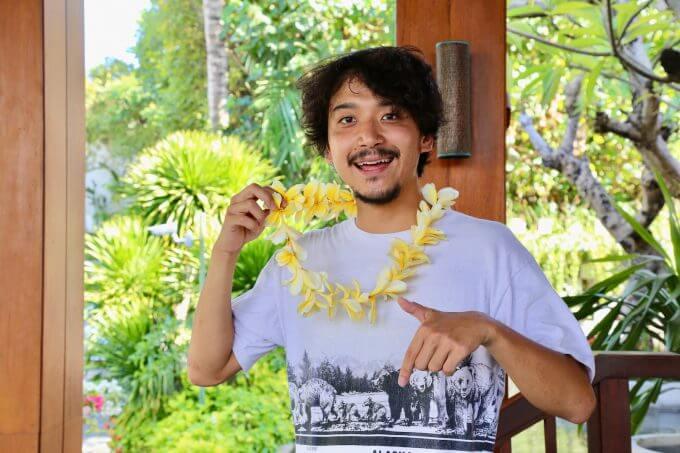 バリ島ザ・サマヤスミニャックについて話すカイリ