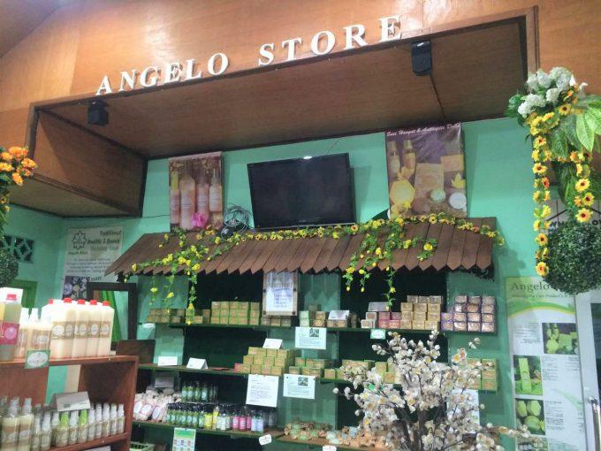 アンジェロストアに並ぶ多くの商品