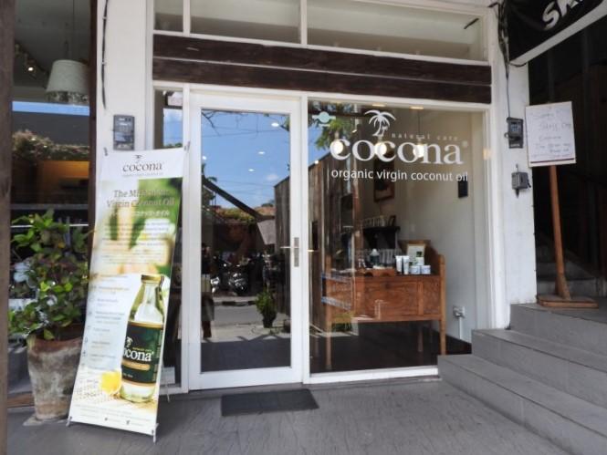 バリ島のスミニャックエリアにある女性に人気のココナッツ製品店