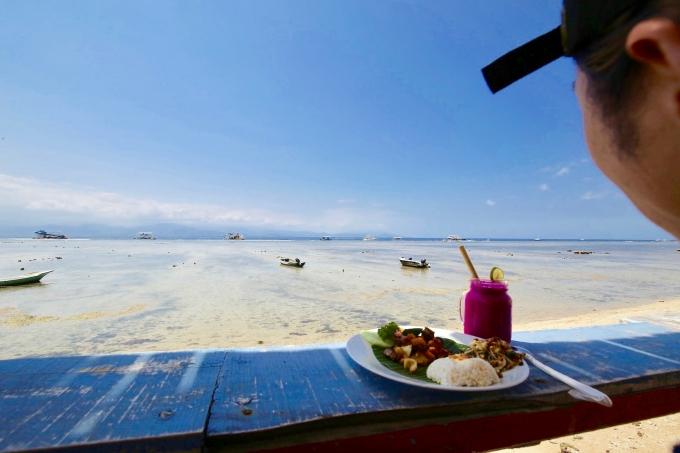 レンボンガン島のワルンバンブーの景色