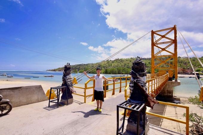 レンボンガン島のイエローブリッジとホリ