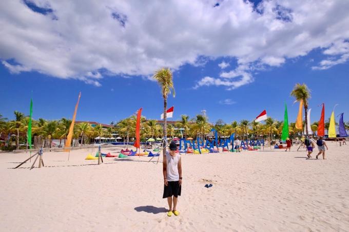 レンボンガン島のホワイトサンドビーチ