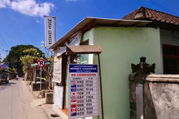バリ島よりレートが悪いレンボンガン島の両替所