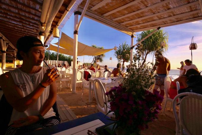 レンボンガン島のビーチクラブ