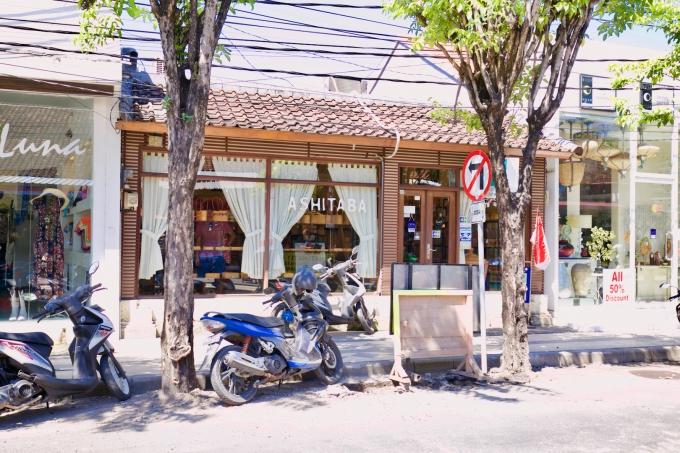 バリ島のスミニャックエリアにあるカゴバック店アシタバ