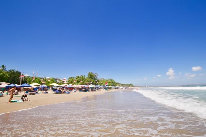 バリ島のスミニャックエリアにあるダブルシックスビーチの風景
