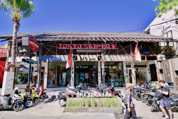 バリ島のスミニャックエリアのトウキョウスキップジャックの外観