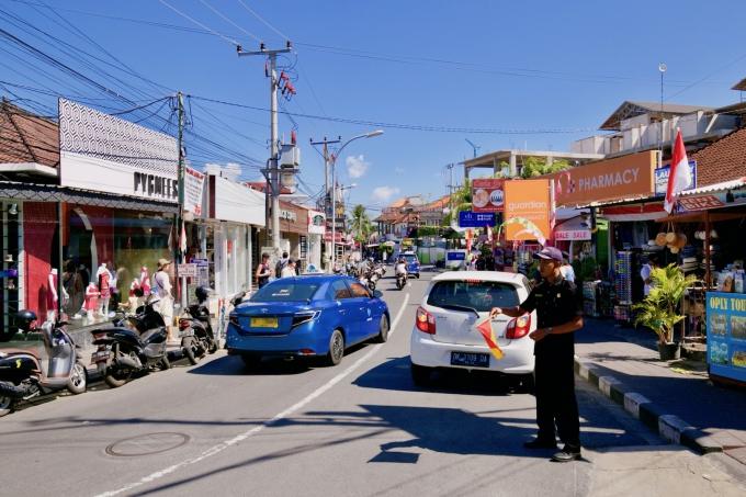 バリ島のスミニャックエリアの道路と渋滞