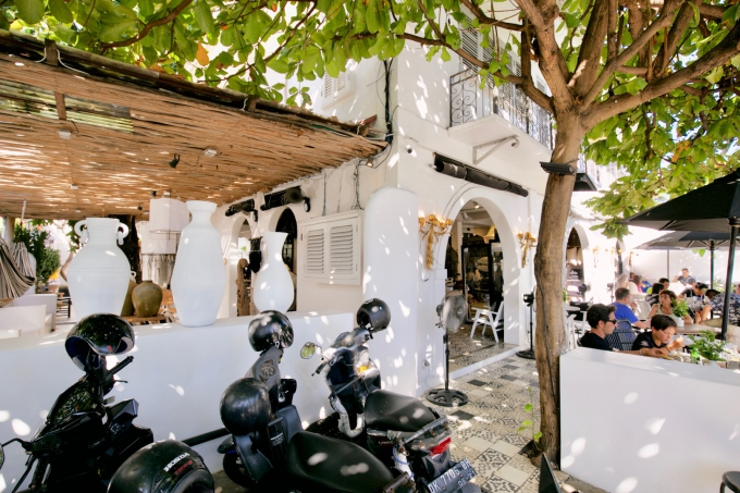 バリ島のスミニャックエリアにあるキムスーの外観