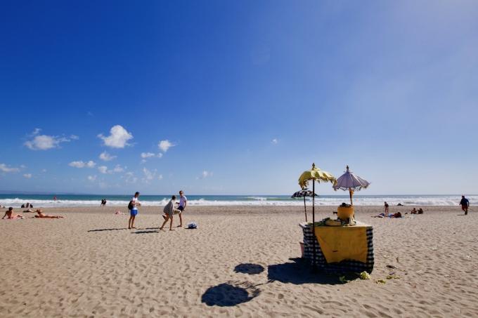 バリ島のスミニャックエリアにあるプティテンゲットビーチ