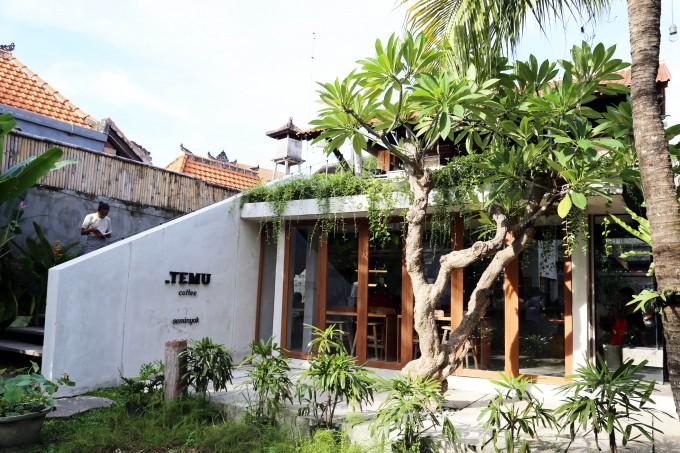 バリ島のスミニャックエリアにあるティティッテムの外観