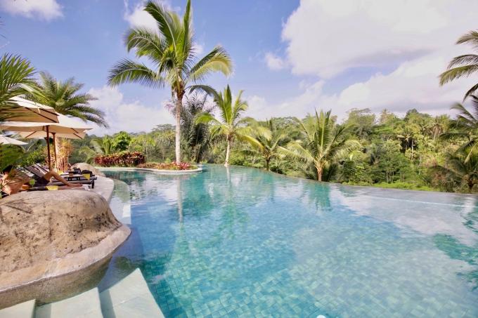 バリ島パドマリゾートウブドのプール